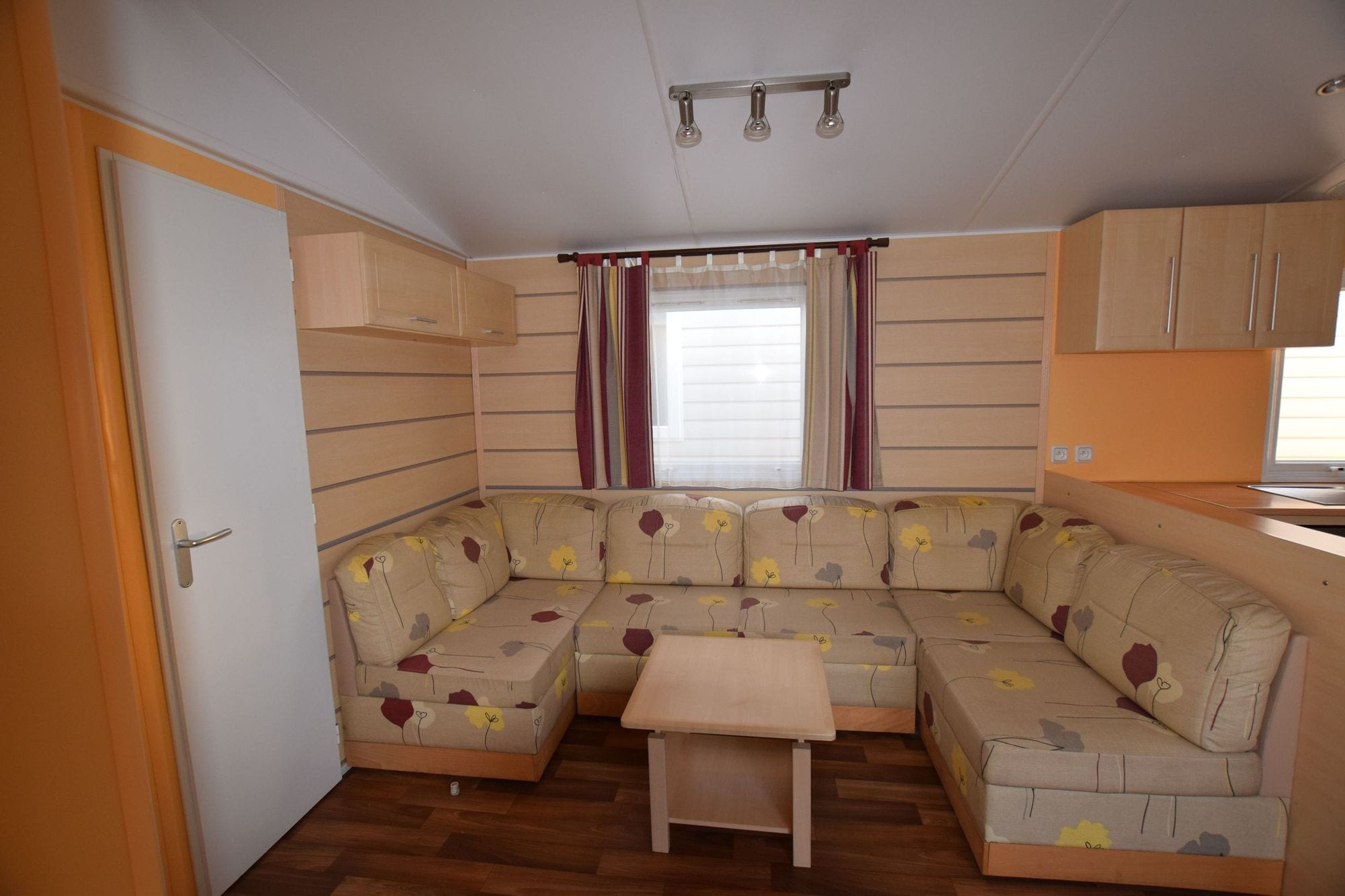 Irm constellation confort mobil home occasion 16000 for Salon du mobil home