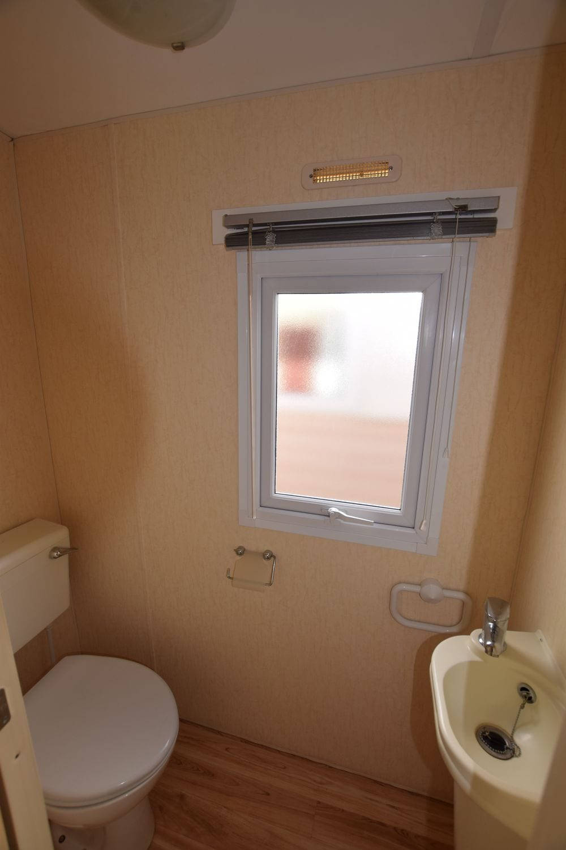 wc indépendant et lave mains