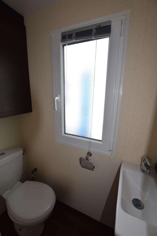 wc indépendant avec lave mains