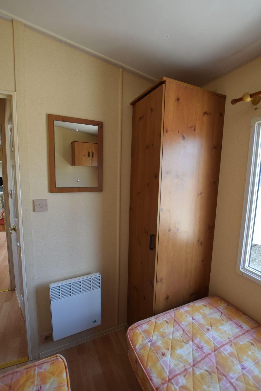 penderie et convecteur 2sd chambre enfants